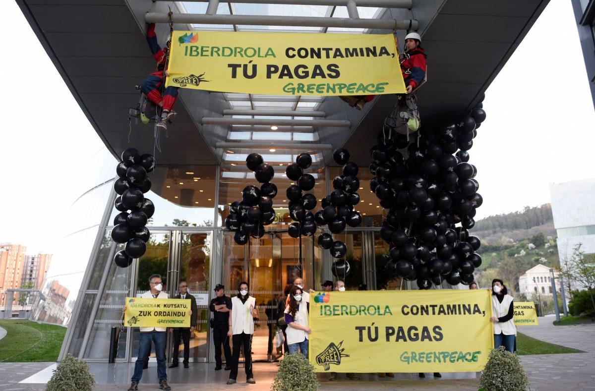 Acción de Greenpeace contra Iberdrola Bilbao