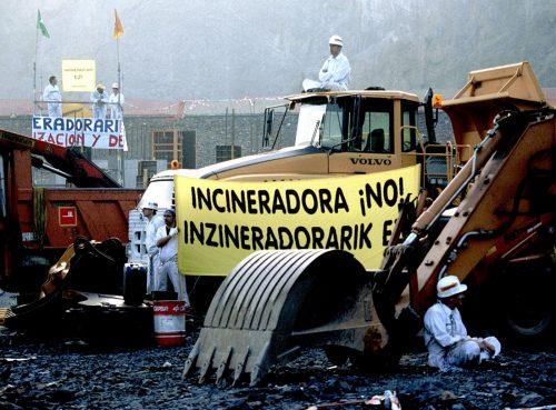 Activistas de Greenpeace paralizan la construcción de la inc
