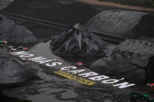 Protesta de Greenpeace en el almacén de carbón del puerto de