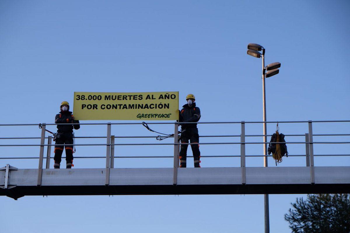 Accion de Greenpeace en autovía de entrada a Madrid