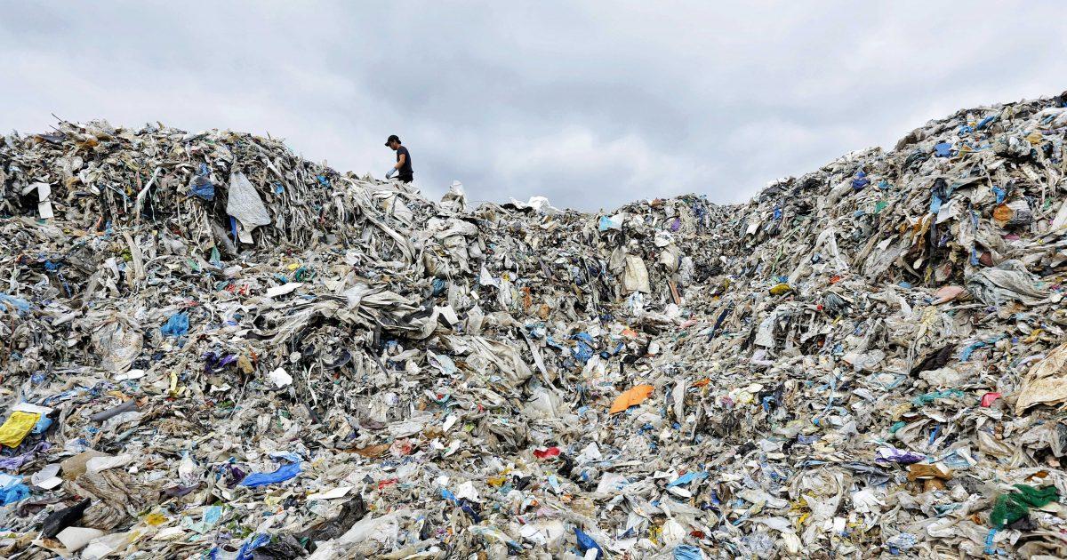 Fracasa el sistema de gestión de residuos: España apenas recupera el 25% de los envases plásticos