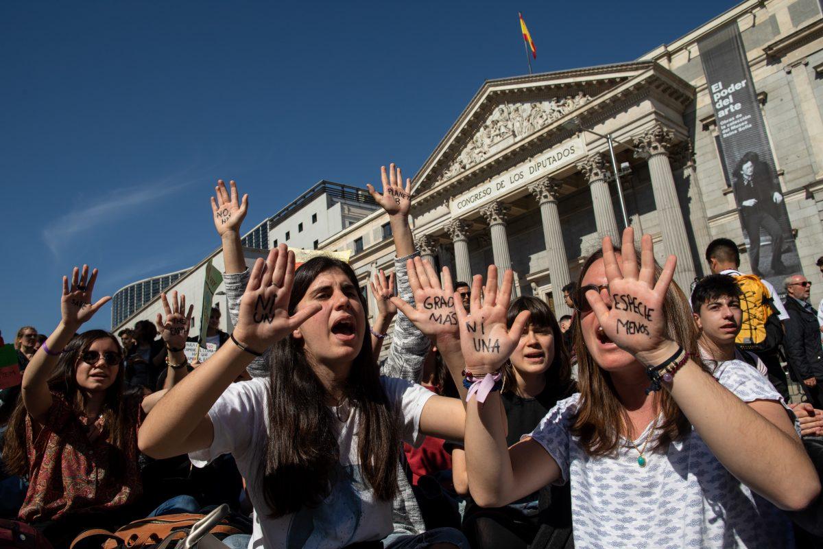 Sentada de jóvenes por el clima en el Congreso