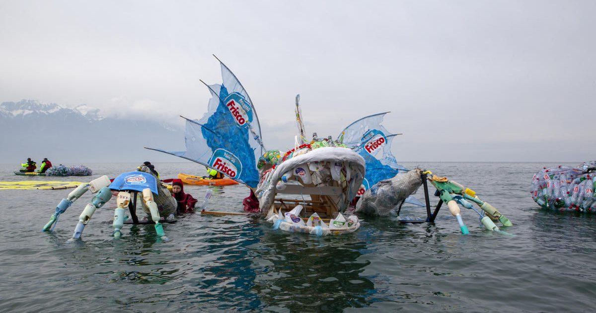 Llevamos el monstruo de plástico hasta su origen: la sede de Nestlé