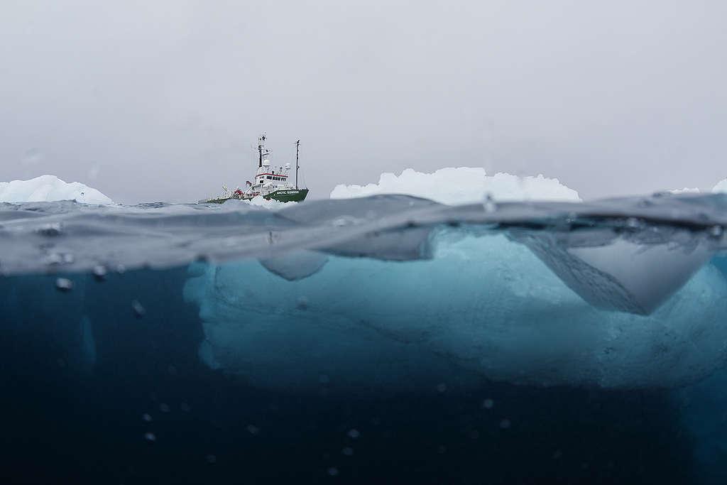 Arctic Sunrise en la Antártida