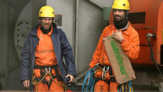 activistas acción Greenpeace termica carbon
