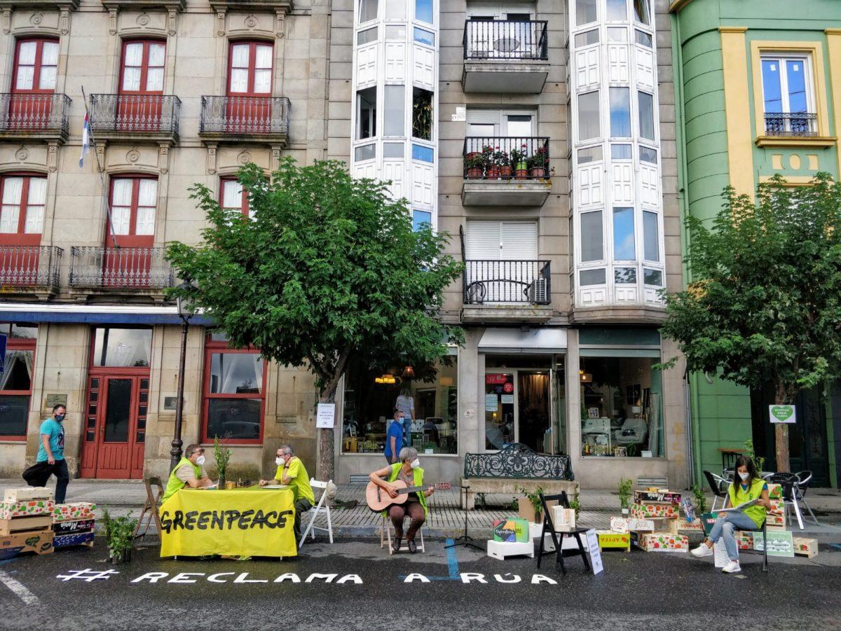 Actividad de voluntarios por la movilidad sostenible en Vilgarcia de Arousa