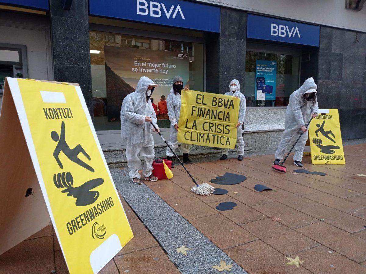 Protesta en BBVA en Irún