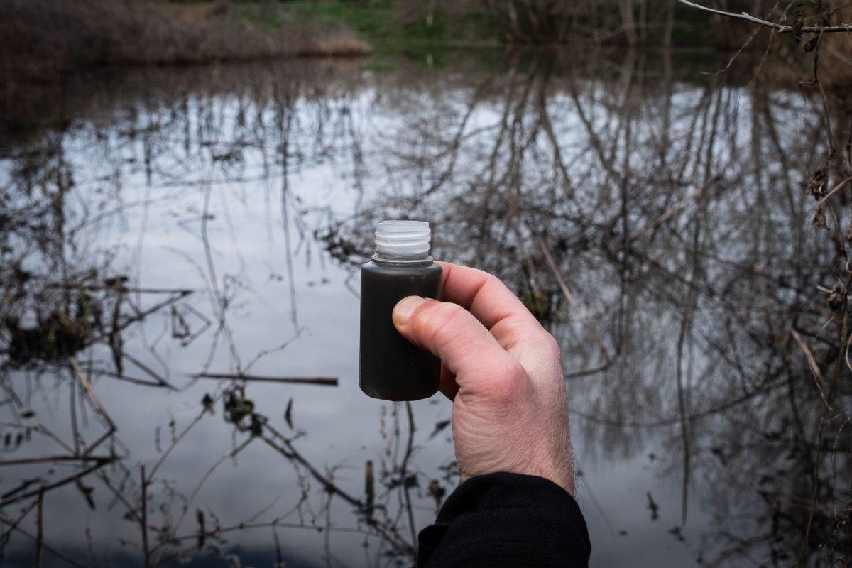 Muestras analizadas de aguas de la zona, con altos niveles de nitratos. © Pedro Armestre / Greenpeace