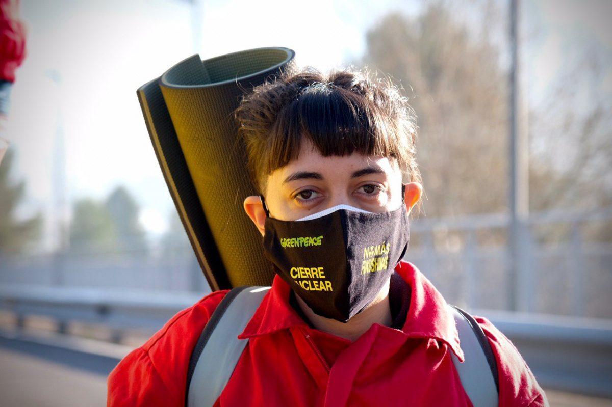 Activistas de Greenpeace bloquean el acceso a la central de Cofrentes para exigir su cierre. FOTO: Pedro Armestre / Greenpeace