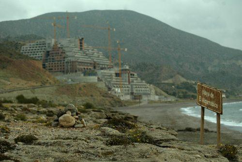 Hotel en la playa de El Algarrobico, Carboneras.