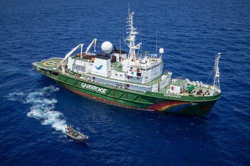 El Esperanza navega el Océano Índico para ser testigo de la pesca ilegal.