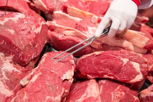 Carne de res y cerdo en un supermercado